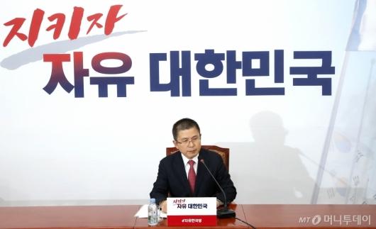[사진]기자간담회 발언하는 황교안