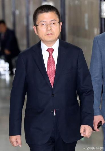 [사진]기자간담회 참석하는 황교안 대표