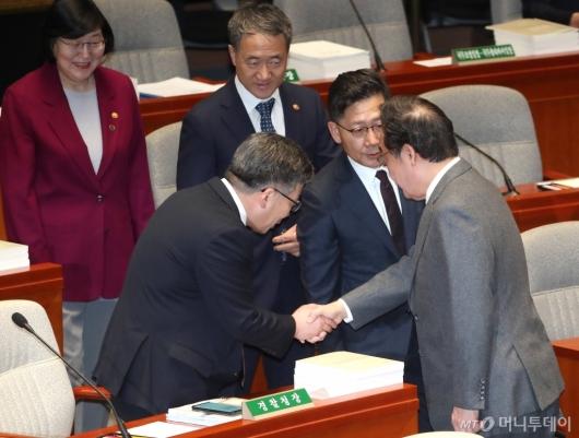 [사진]인사 나누는 이낙연-민갑룡