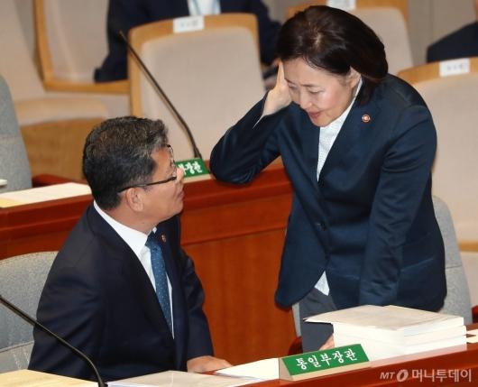 [사진]대화하는 김연철-박영선