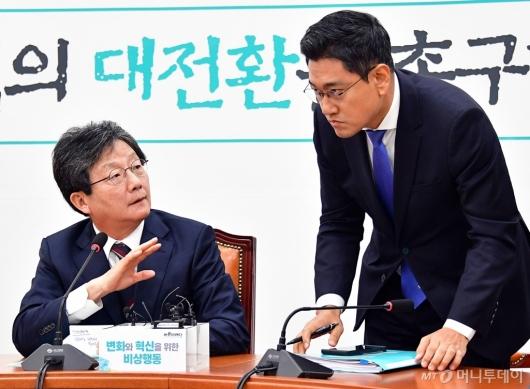 [사진]대화하는 유승민-오신환