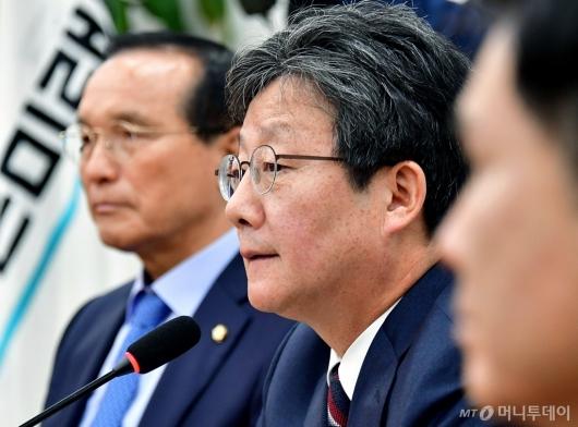 [사진]변혁 발언하는 유승민 의원