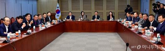 [사진]모임 갖는 한국당 초선 의원들