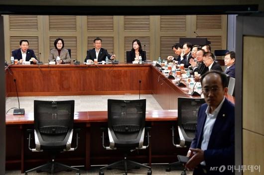 [사진]한국당 초선 의원들 총선 논의