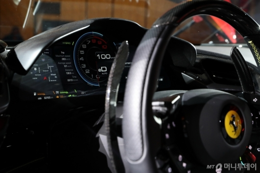 [사진]페라리 'SF90 스트라달레'의 운전석