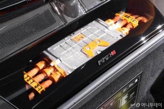 [사진]페라리 'SF90 스트라달레'의 전기배터리