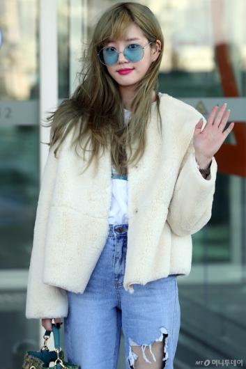 [사진]이유비 '오늘 패션 어때요'