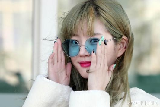 [사진]이유비 '앙증맞은 컬러선글라스'