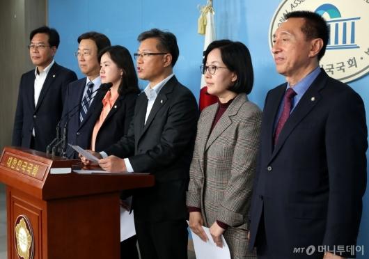 [사진]기자회견하는 한국당 초선 의원들