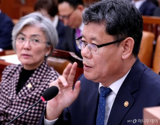 [사진]난감한 김연철 장관