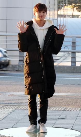 [사진]김민규 '롱패디의 계절이 왔어요'