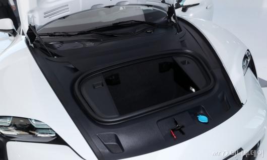 [사진]포르쉐 타이칸 터보 S '전면 트렁크'