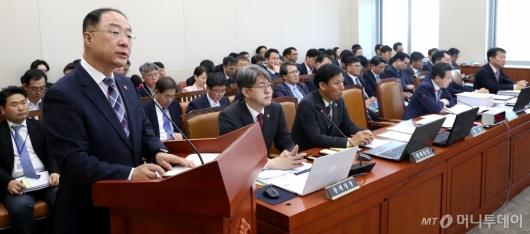 [사진]기재위 제안설명하는 홍남기