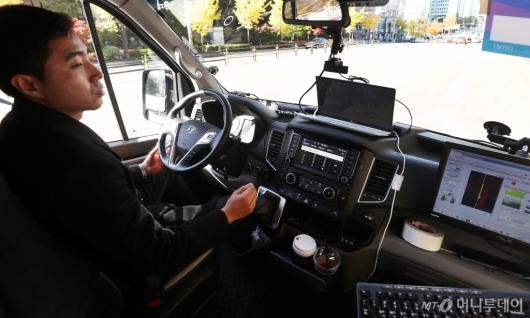 [사진]손 놓고 달리는 자율주행 셔틀버스