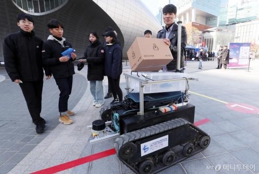 [사진]상암동 등장한 택배로봇