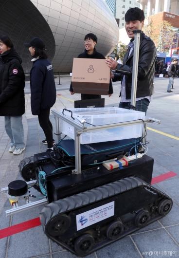 [사진]상암동 나타난 택배로봇