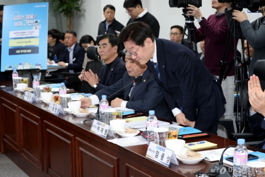 [사진]국회 방문한 이재명 지사