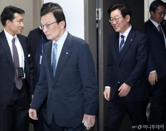 [사진]경기도 예산정책협의회 참석하는 이해찬-이재명