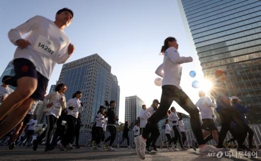 [사진] '2019 아이오닉 롱기스트런' 힘차게 달리는 참가자들