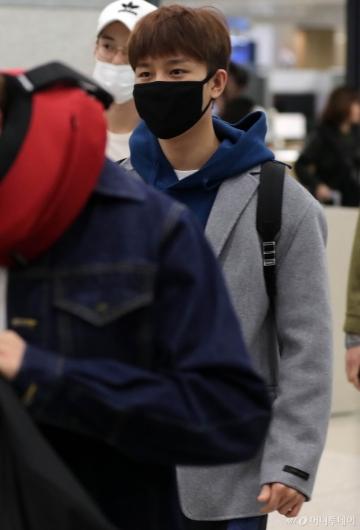 [사진]NCT127 현석 '가려도 잘생김'