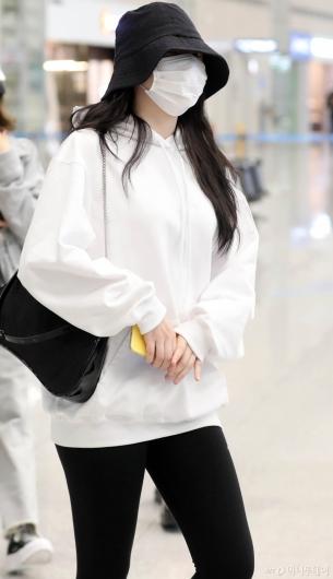 [사진]예린 '눈만 빼꼼'