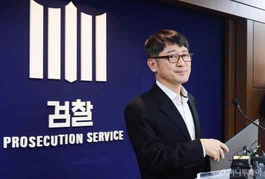 [사진]브리핑 마친 임관혁 세월호 특별수사단장