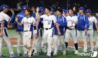한국 야구, 미국에 5-1 승리… 김재환 쓰리런