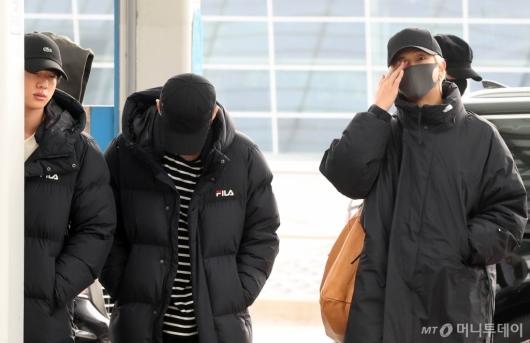 [사진]진-RM '아직 졸려요'
