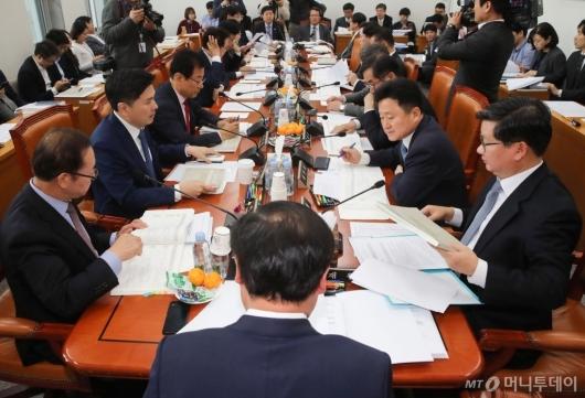 [사진]국회 예결위 예산안조정소위