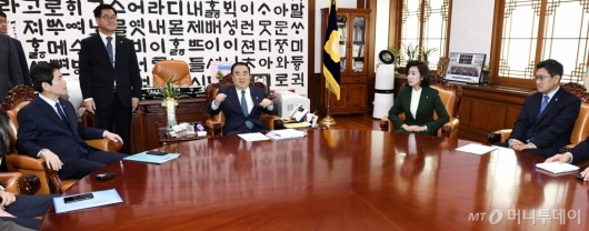 [사진]회동하는 국회의장과 교섭단체 원내대표