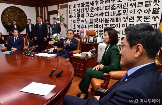 [사진]국회의장과 회동하는 교섭단체 원내대표