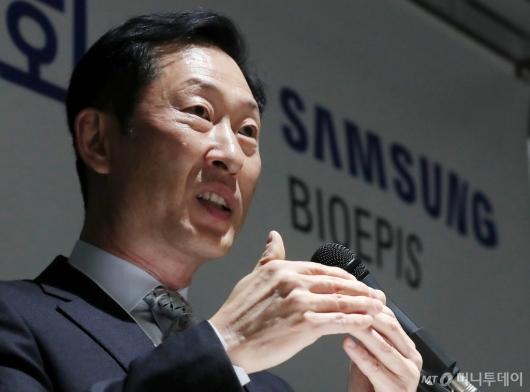 [사진]질의에 답하는 고한승 삼성바이오에피스 대표이사