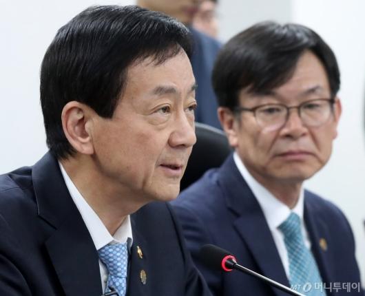[사진]민생경제 발언하는 진영 장관