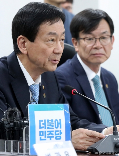 [사진]민생경제 관련 발언하는 진영 장관