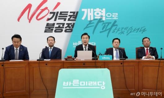 [사진]최고위원-중진의원 회의 주재하는 손학규