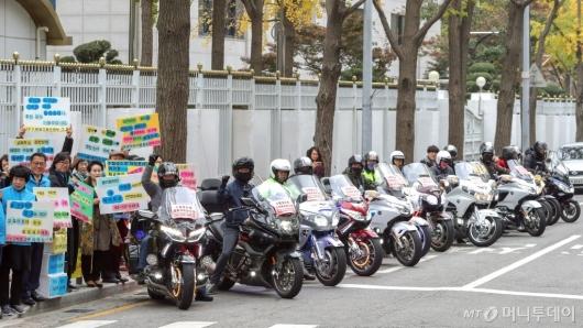 [사진]'수험생들의 안전한 수송을 위해'