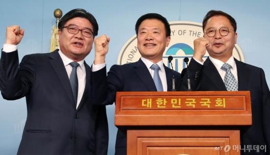 [사진]김용진-김학민-황인성, 민주당 입당