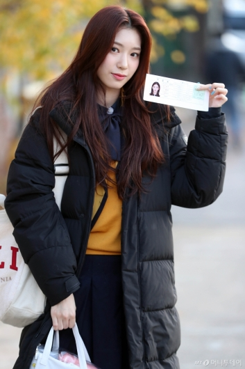 [사진]로켓펀치 수윤 '수험표도 챙겼어요'