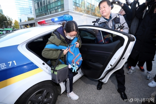 [사진]경찰차 타고 고사장 도착한 수험생
