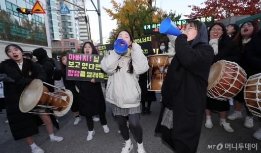 [사진]후배들의 열정넘치는 수능 응원