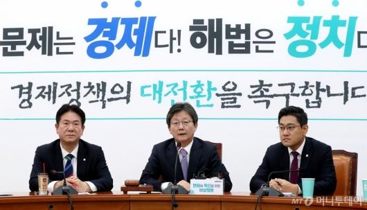 [사진]변혁 발언하는 유승민