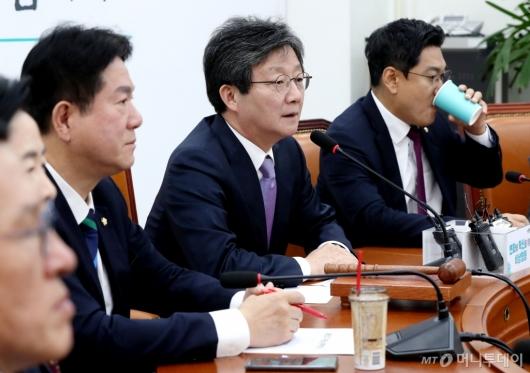 [사진]변혁 회의 주재하는 유승민