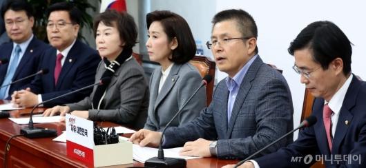 [사진]최고위원회의 주재하는 황교안
