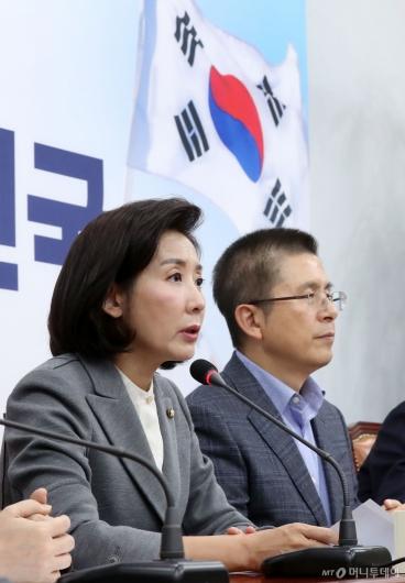 [사진]최고위원회의 발언하는 나경원
