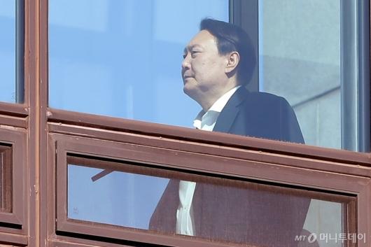 [사진]식당 향하는 윤석열 검찰총장