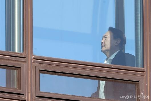 [사진]식당 이동하는 윤석열 검찰총장