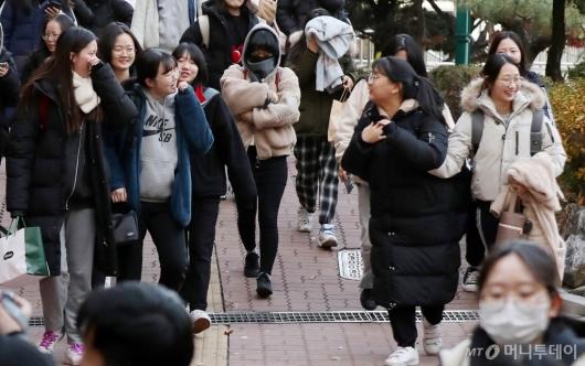 [사진]발걸음 가벼워진 수험생들