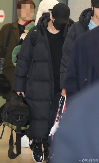 [사진]BTS 정국 '카메라백 들고 입국'