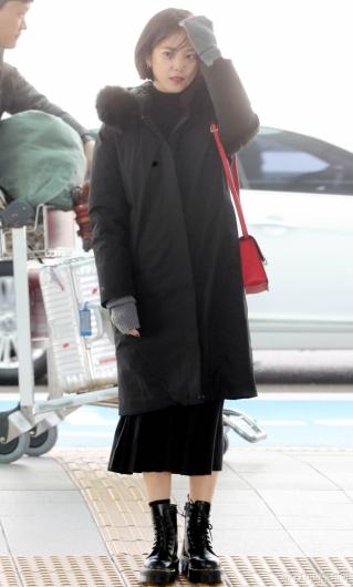 [사진]윤승아 '바람이 많이 부네요'