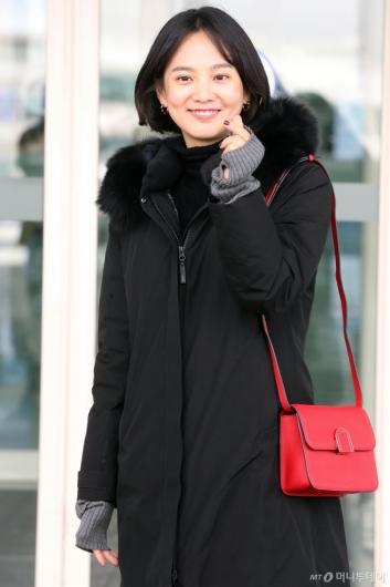 [사진]윤승아 '빨강백이 포인트'